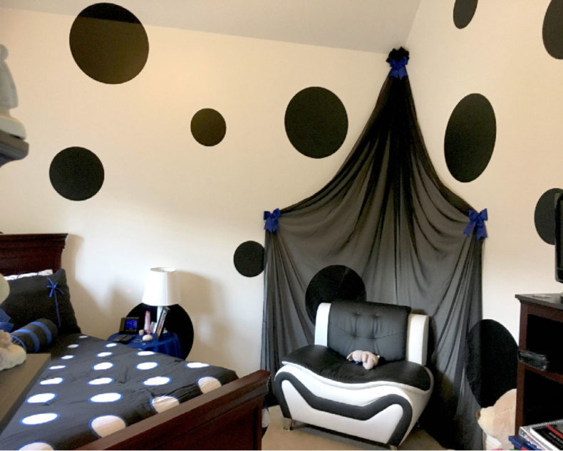 Giant polka dots wall decals